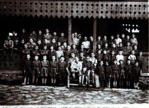 Табір у Старяві, 1939 р. Фото знайшов Богдан Солопчук. Роман Гусак - п'ятий зліва в другому ряді, у світлому однострої (за його описом)