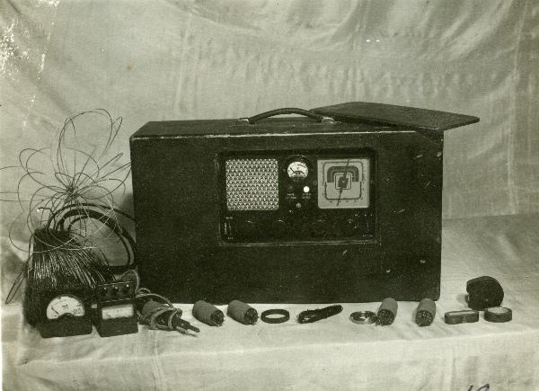 Радіо і деталі радіотехніки