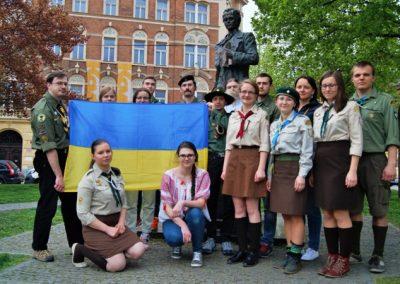 Спільне фото біля пам`ятника Т. Шевченка, 25 квітня 2015
