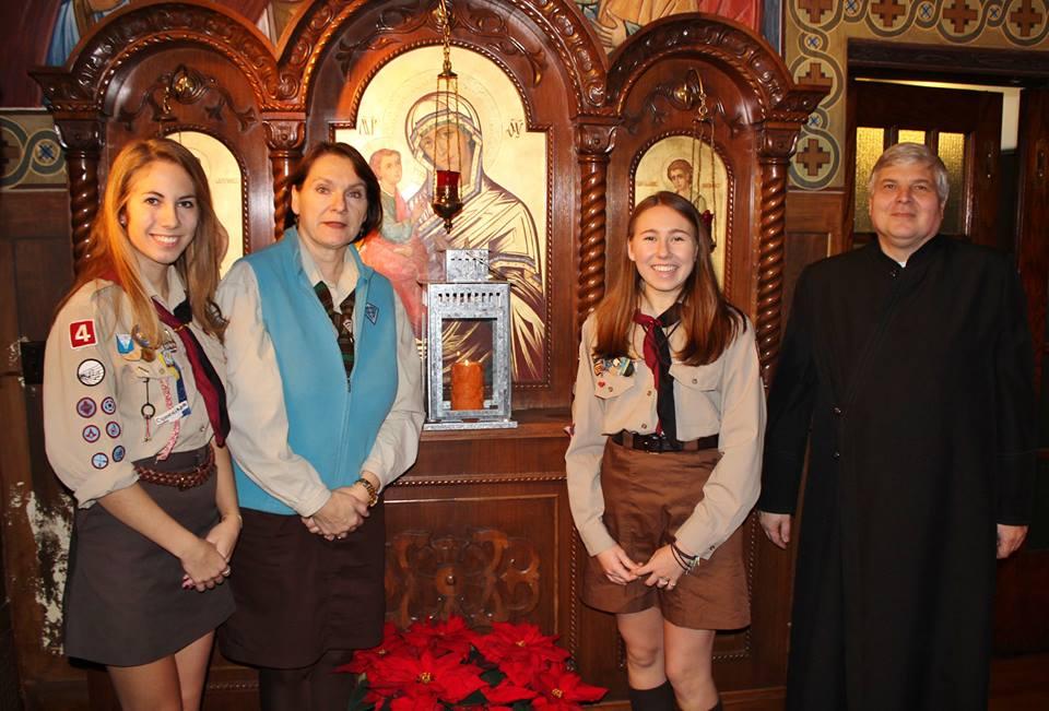 Передача Вифлеємського Вогню на празнику в Церкві св.о.Миколая в Торонто