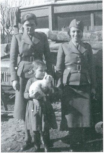 Керівники «Жіночої Січі» Стефанія Тисовська (ліворуч) та Марія Химинець (праворуч)