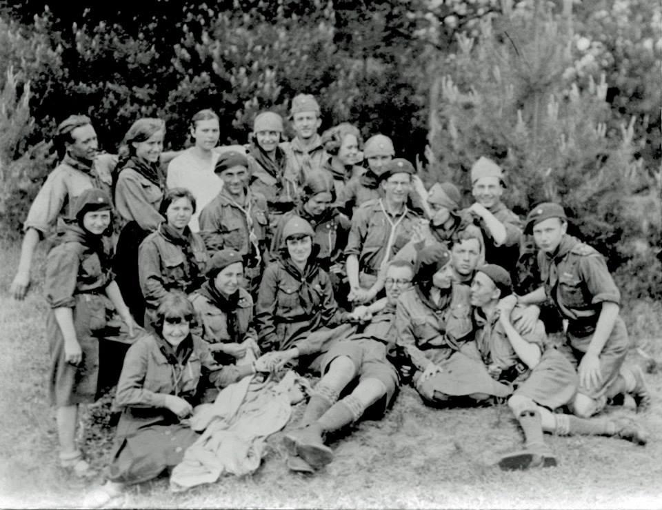 Анатоль в Пластi (в серединi). Степан Бандера з права(?)