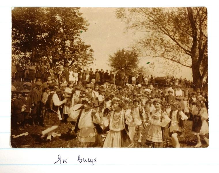 Пластове свято в Ужгороді, вересень 1922 або 1923 (спереду дир А. Алиськевич)