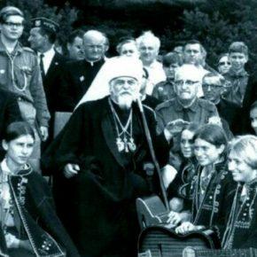 Очільник УГКЦ, кардинал Йосип Сліпий із пластунами під час їх таборування