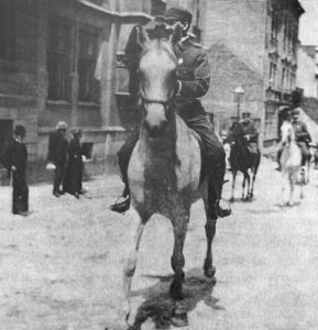 Кошовий В. Старосольський на чолі походу Січових Стрільців під час Здвигу 28 червня 1914 р. у Львові