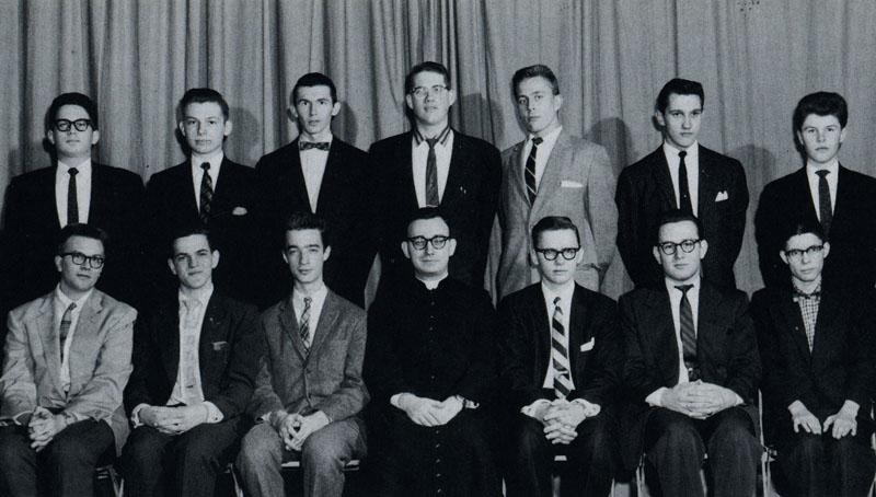 о. Любомир в центрі) з членами Літургійного клубу, 1959