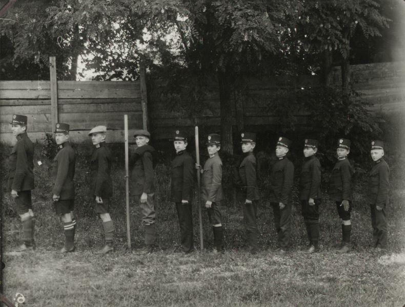 Один з пластових гуртків 1912 при Соколі-Батьку