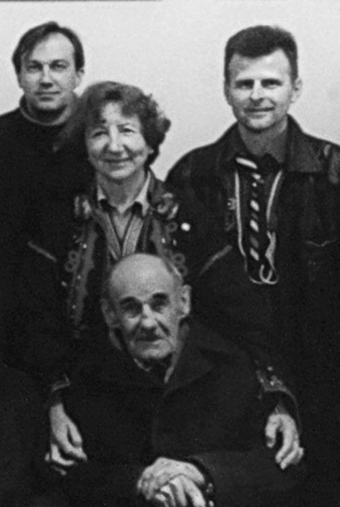Володимир Паланиця в пластовому колі, 2002