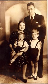 Родина Поповичів, Варшава, 1939