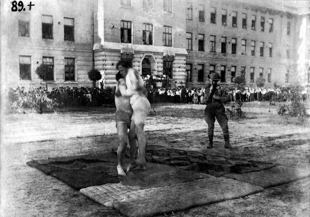 Джемборі Льівського коша, 1922 р.: вправи з дужання