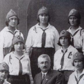 Неоніла Стефанів по центру у верхньому ряді. Дата невідома, Коломия, 13 полк
