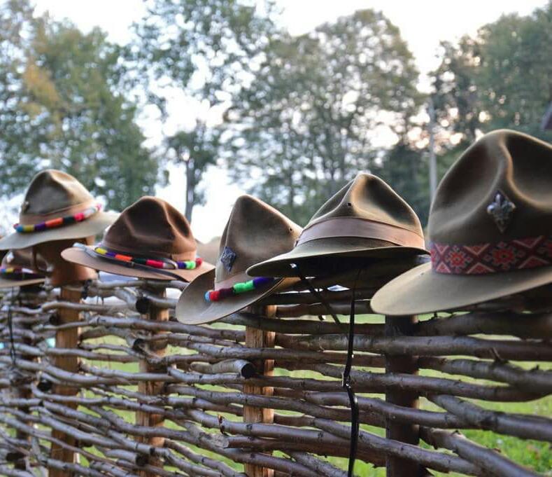 Олег Ольжич: Пластовий капелюх