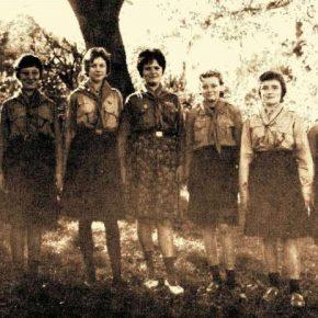 """Самостійний гурток юначок """"Жайворонки"""" в Ле Като, Франція, 1961"""