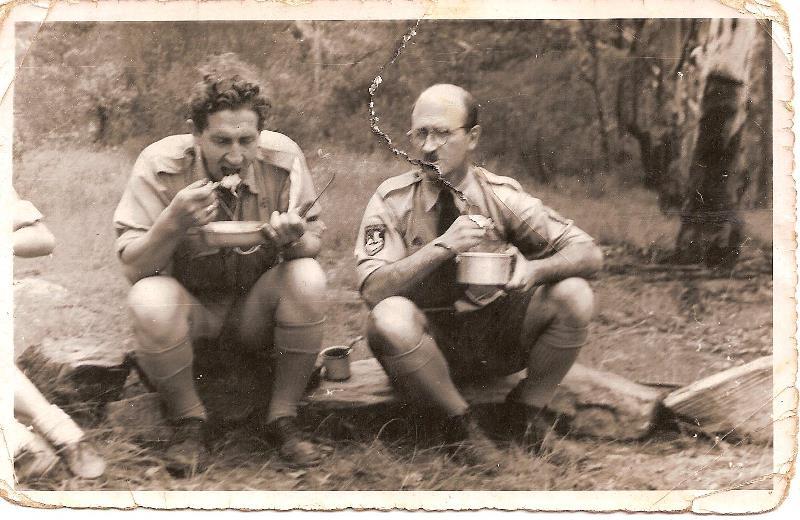 пл. сен. Я. Кужіль (праворуч) разом з пл. сен. Анатолієм Жуківським, ЛЧ, (Медвідь), вишкільний табір в Канберрі (Cottermouth), літо 1963 - 1964