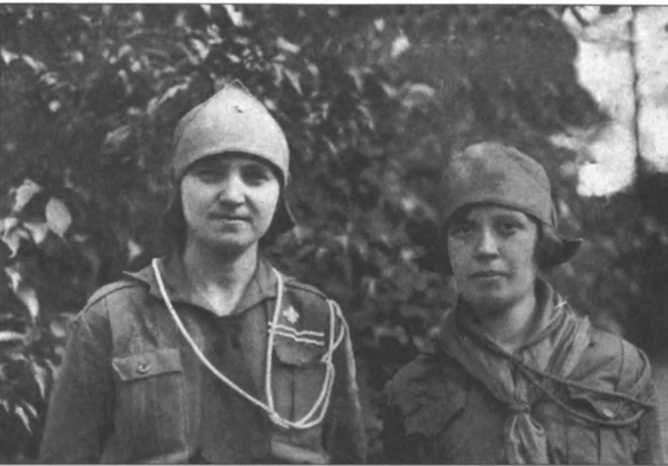 Зліва Гелена Аксентій
