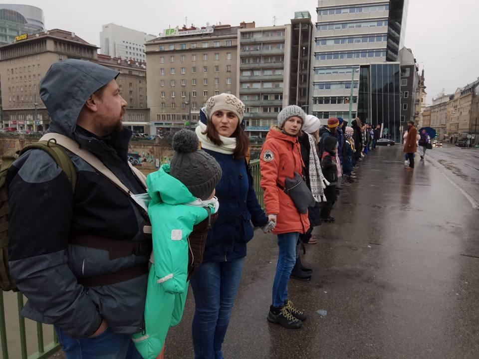 Акція до Дня Злуки, Відень 21 січня 2018 р., міст Шведенбрюкке, ланцюг єднання