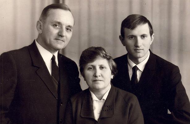Василь Кук із дружиною Уляною і сином Юрієм. 1971 рік