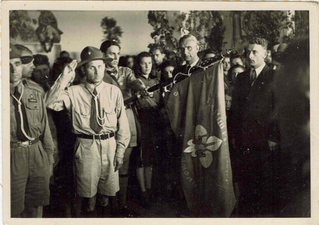 Передача грамоти УСС пластунам, 20.06.1948