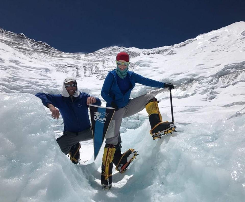 Вітання від лондонського Бурлаки Dennis Ougrin та його Підпори Roxanne Litynska із Гімалаїв. Вони зараз готуються до сходження на Еверест.
