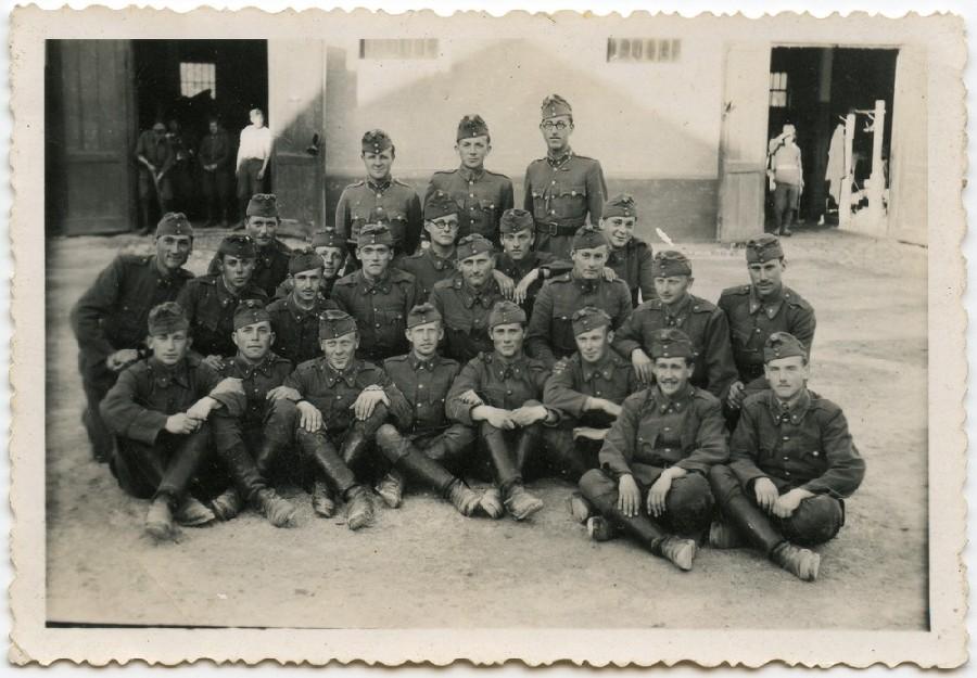 Підрозділ угорської армії, Степан Стойка перший зліва у другому ряді. 1943 рік