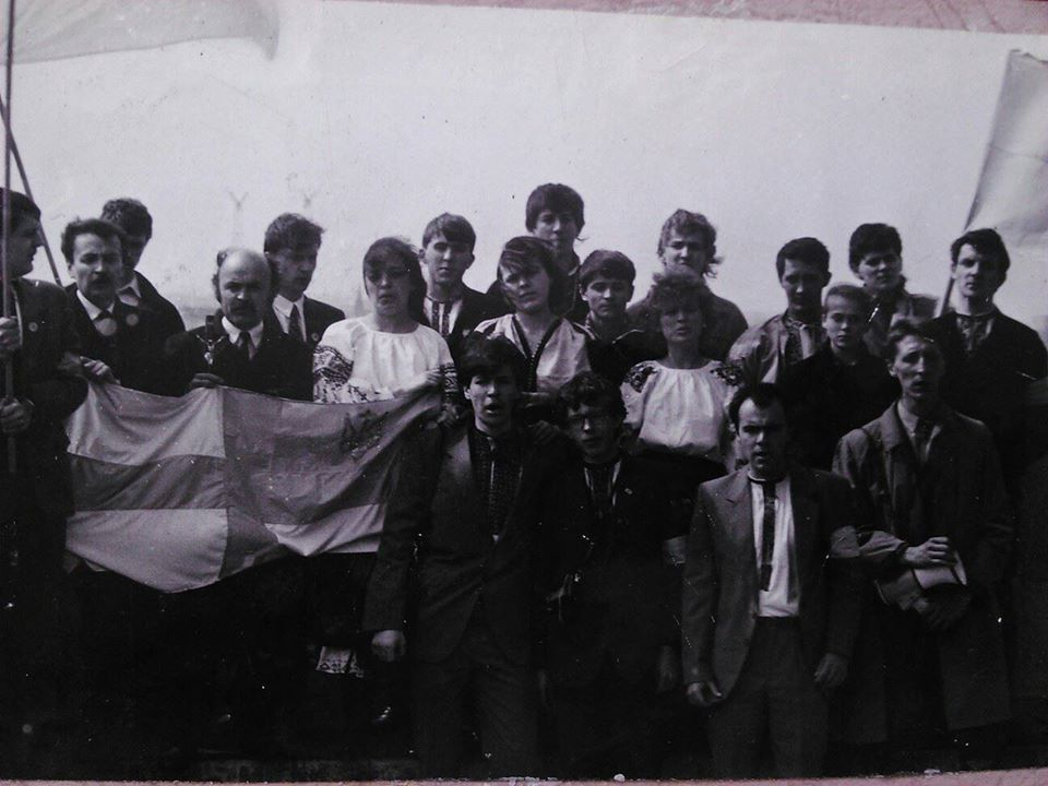 3 квітня 1990 р. на міській ратуші Львова піднято національний прапор