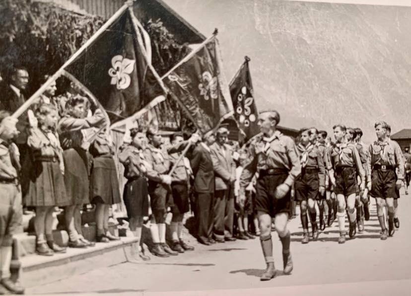 Пластун(к)и Станиці Ляндек у Тиролю (Landeck im Tirol) 1946-1948. Хлоп'ячий гурток старших юнаків став ядром пізнішого куреня Карпатські Вовки