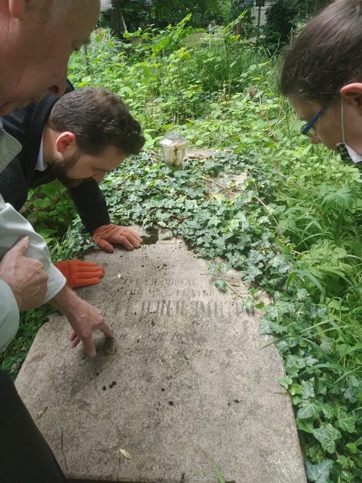 Упорядкування могил визначних пластунів з Надвірної, липень 2020