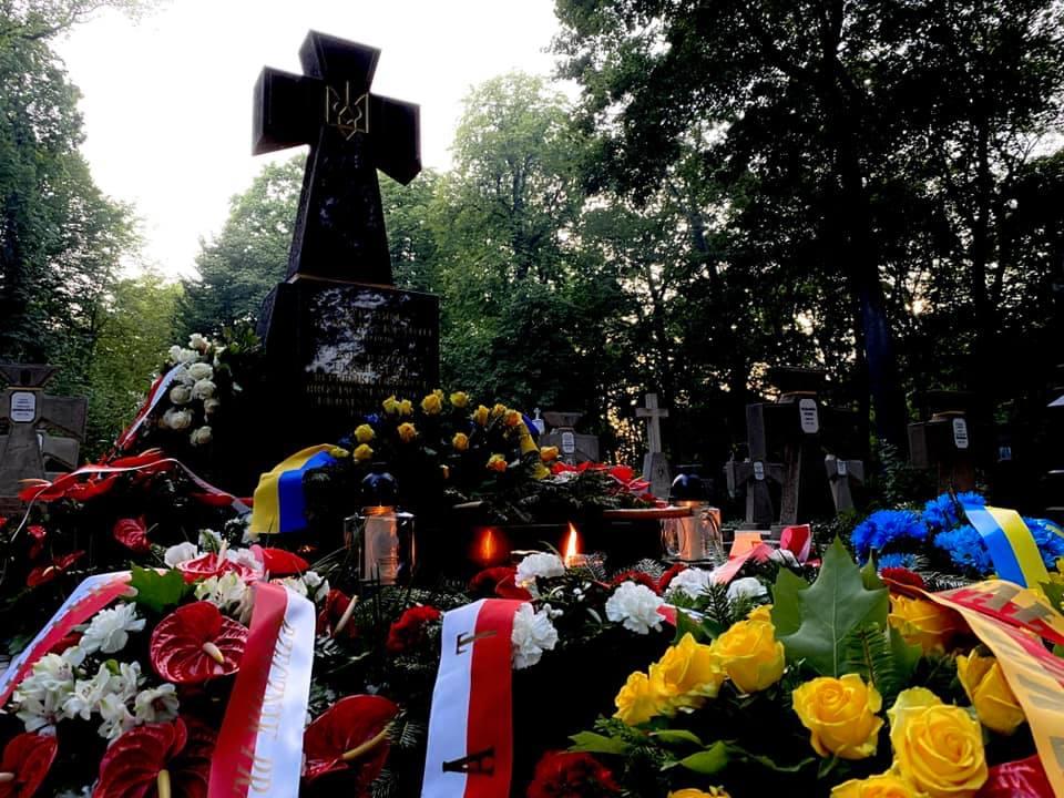 Посольство України у Польщі: Полум'я братерства