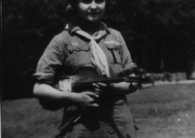 Пластунка Маргарета Бонкало, вчителька. Пластовий табір у Верхньому Водяному, 1934