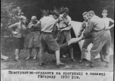 Пластуни-студенти на прогульці в околиці Ужгороду, 1930